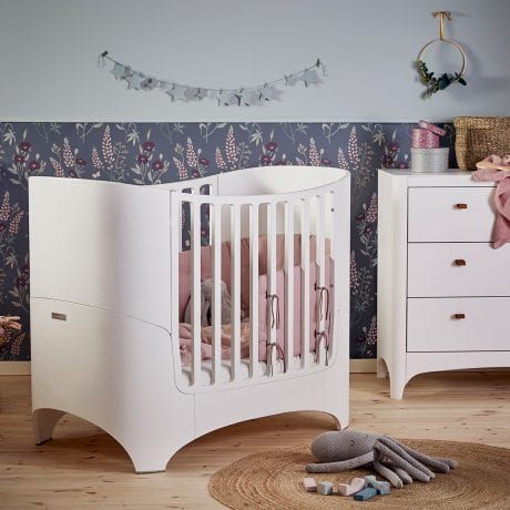 Leander Classic Cot with Organic Bumper Dusty Rose and Dresser