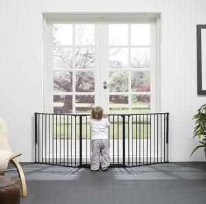 Garoden doors screened off for toddles by BAbyDan Flex Configure System