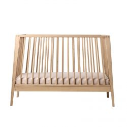 Lineay by Lenader cot in natural with pink sheet