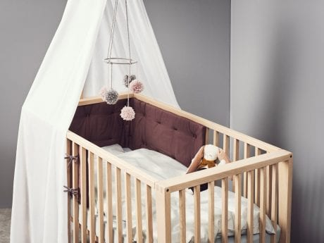 Linea by Leander cot in natural withbumper, canopy and bedding