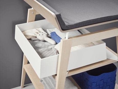 Linea by Leander change table with filled drawer